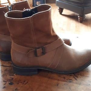 Leather Wolverine boots. Size 9